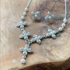 Swarovski Pearl Flower Silver Necklace/Earring Set